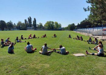 Mlade Bačkogradištanke se pripremaju za turnir na travi: Foto   Arhiva OK Libero