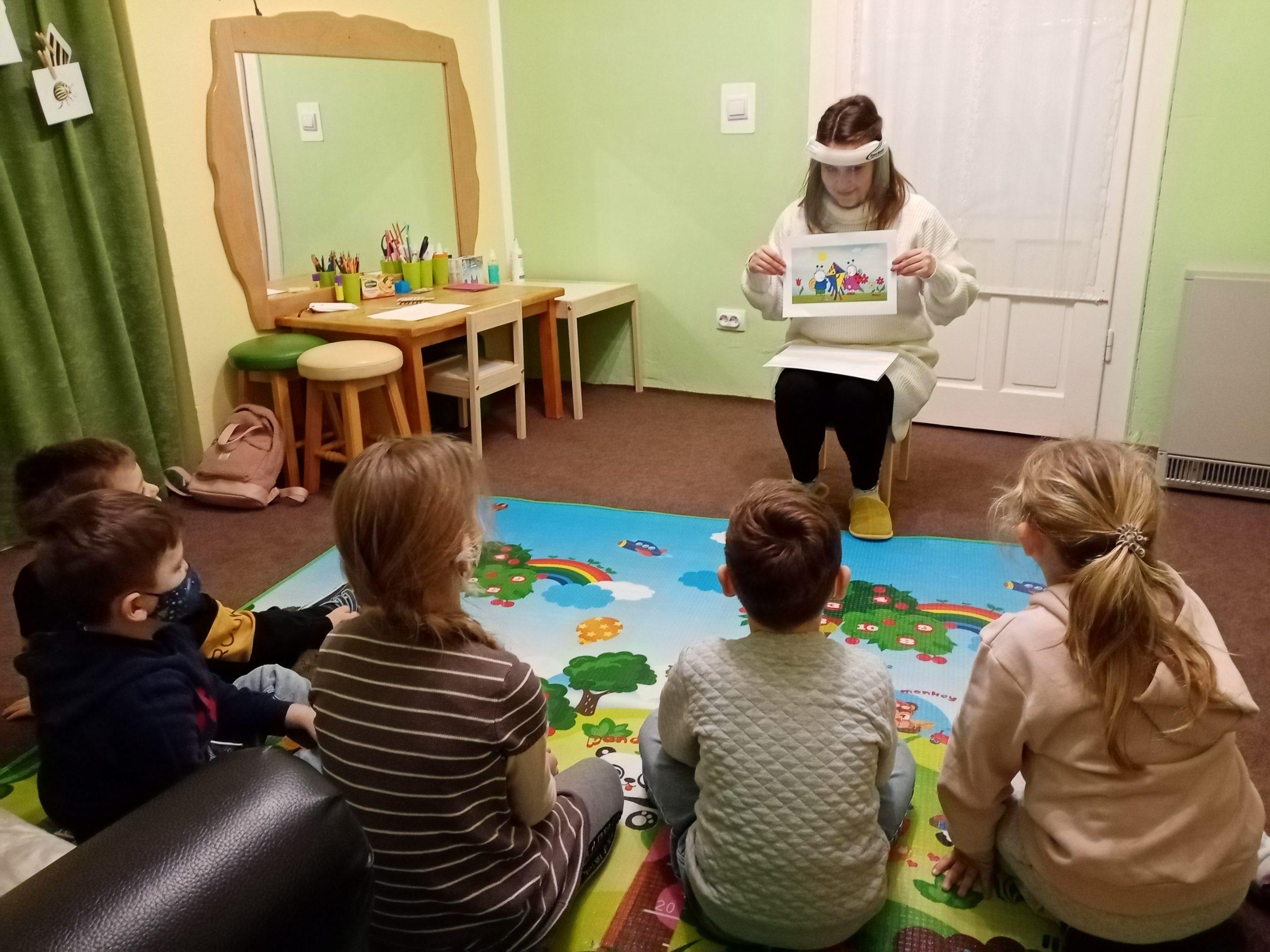 A csoportos foglalkozásokon is minden gyerekre odafigyelnek