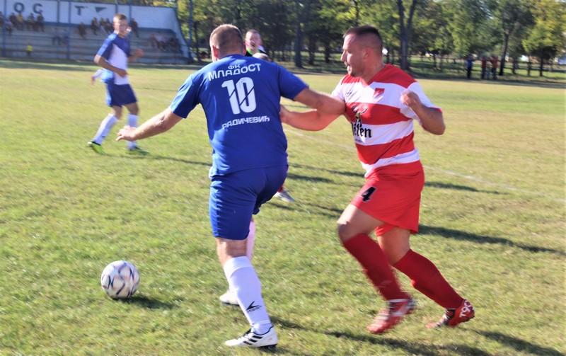 Jedan od duela Banovića (10) i Kovačeva (4) na sredini terena